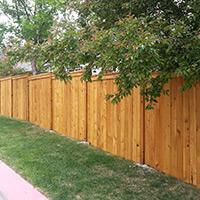 Moderne ploty okolo domu a ich výhody